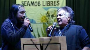 """La banda local """"Montojo y La Suma"""" presentó nuevo disco junto a Víctor Heredia"""