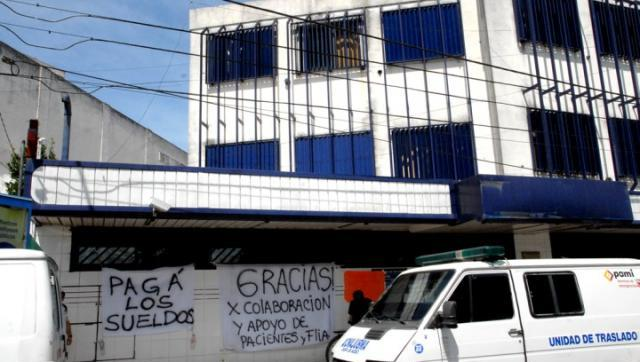 Abuelos desamparados se suman las críticas contra la Clínica Sagrado Corazón