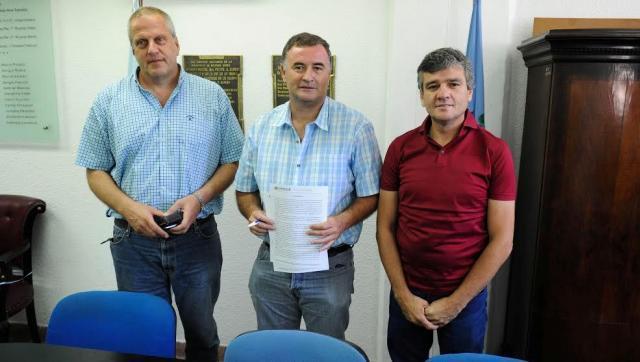 Zabaleta y Perczyk firmaron convenio con el intendente de Ramallo para abrir carreras de la UNAHUR en este partido
