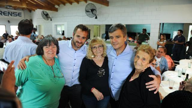 Zabaleta participó de un almuerzo con 200 jubilados junto al concejal de Pilar Federico Achával