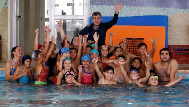 """Se relanzó el programa de natación municipal para escuelas """"4to al agua"""""""