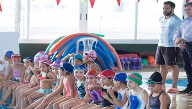 Reapertura del programa de natación para estudiantes de escuelas primarias