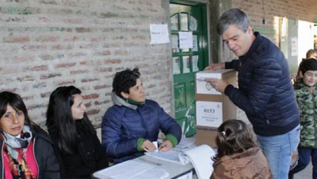 """Zabaleta votó acompañado por su familia: """"Esperamos una Argentina más justa"""""""