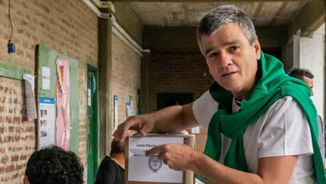 """Zabaleta votó en la Secundaria N° 6: """"Espero que con este voto podamos transformar el país"""