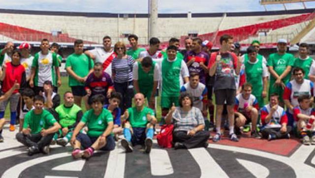 Chicos con capacidades diferentes participaron de una jornada de fútbol en River Plate