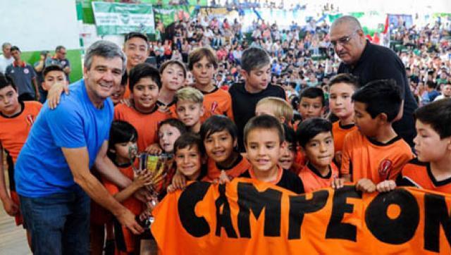 Zabaleta entregó los trofeos de la Liga de Fútbol Infantil