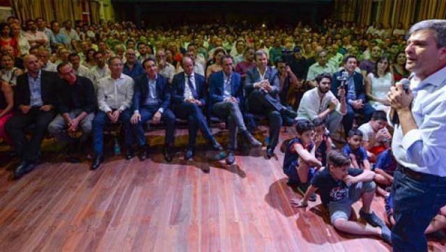 """Zabaleta asumió su nuevo mandato como Intendente: """"Llegó la hora del pueblo"""""""