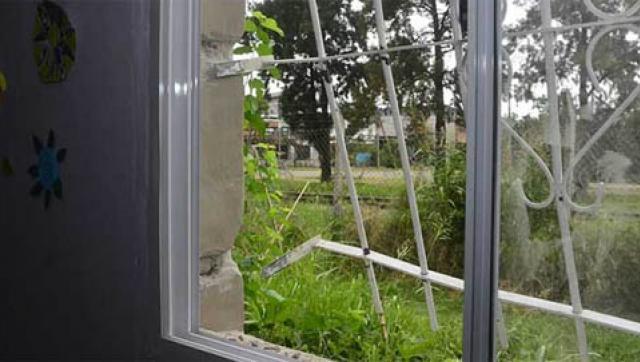 Robaron, incendiaron y atacaron el Centro Cultural William Morris