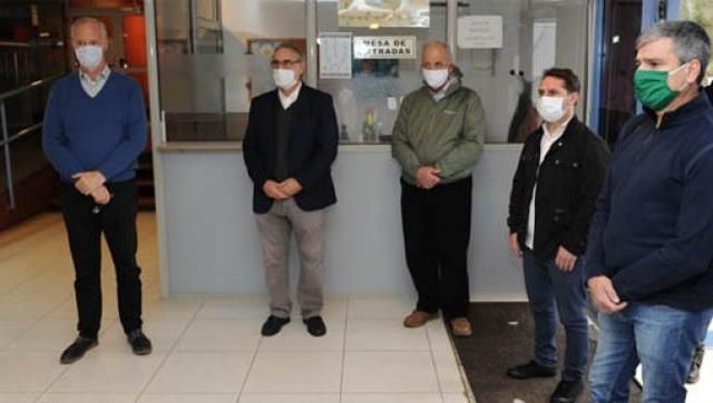 Juan Zabaleta, Luis Basterra y Daniel Gollán recorrieron el centro de investigación del INTA que realiza pruebas de Covid-19