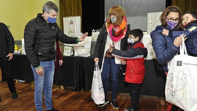 Hurlingham recibió 500 kits de prevención contra la bronquiolitis